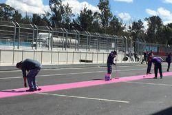 Preparativi nelle pit lane