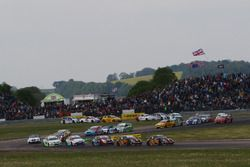 Start, Matt Neal, Team Dynamics Honda Civic Type R leads