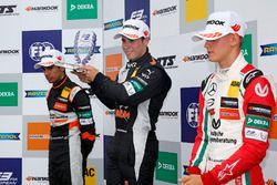 Rookie podium: Winner Joey Mawson, Van Amersfoort Racing, Dallara F317 - Mercedes-Benz