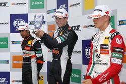 Podium des rookies : le vainqueur Joey Mawson, Van Amersfoort Racing, Dallara F317 - Mercedes-Benz