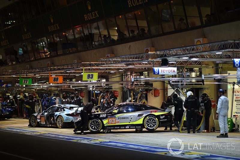 54°: #93 Proton Competition Porsche 911 RSR: Patrick Long, Abdulaziz Al Faisal, Mike Hedlund