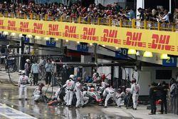 Esteban Gutierrez, Haas F1 Team VF-16, fait un arrêt au stand