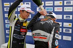 Podium de novatos: Lando Norris, Carlin Dallara F317 - Volkswagen and Jehan Daruvala, Carlin, Dallara F317 - Volkswagen