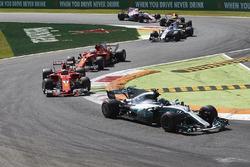 Valtteri Bottas, Mercedes AMG F1 W08, Kimi Raikkonen, Ferrari SF70H, Sebastian Vettel, Ferrari SF70H