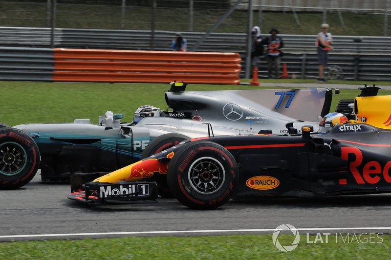 Даніель Ріккардо, Red Bull Racing RB13, Валттері Боттас, Mercedes-Benz F1 W08