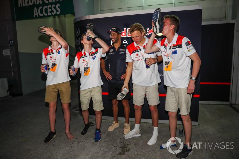 F1 in Schools winners perform a Shoey, Daniel Ricciardo, Red Bull Racing
