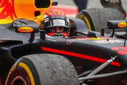 Racewinnaar Max Verstappen, Red Bull Racing RB13 in parc ferme