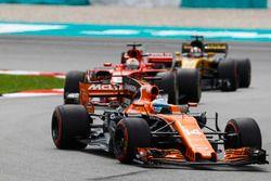 Fernando Alonso, McLaren MCL32, Sebastian Vettel, Ferrari SF70H, Nico Hulkenberg, Renault Sport F1 T