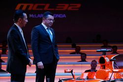 Yusuke Hasegawa, Senior Managing Officer, Honda, and Eric Boullier, Racing Director, McLaren, on sta