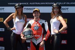 Il poleman P.J. Jacobsen, MV Agusta con le grid girl Tissot
