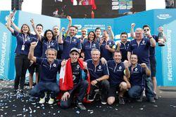 Race winner Sébastien Buemi, Renault e.Dams celebrate with the team