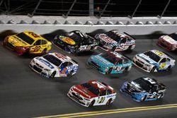 Ryan Blaney, Wood Brothers Racing Ford, Jimmie Johnson, Hendrick Motorsports Chevrolet, Joey Logano, Team Penske Ford
