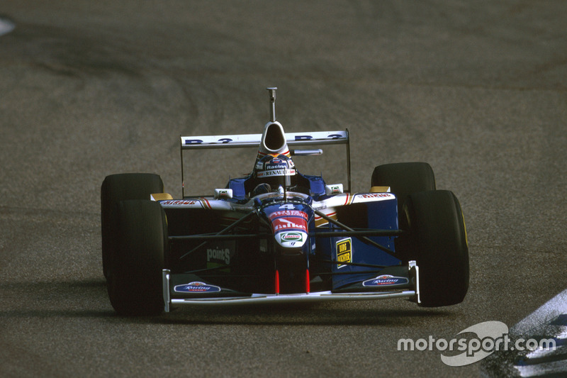 Heinz-Harald Frentzen, FW1 Williams falló al final después de un choque con Irvine