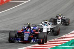 Carlos Sainz Jr., Scuderia Scuderia Toro Rosso STR12, Lance Stroll, Williams FW40