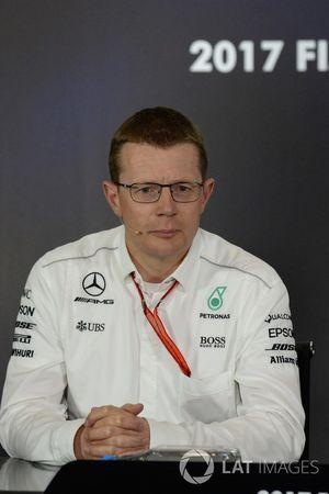 Управляющий директор Mercedes AMG F1 High Performance Powertrains Энди Коуэлл