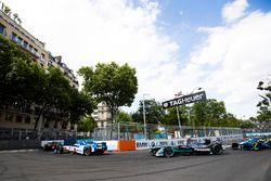 Robin Frijns, Amlin Andretti Formula E Team. leads Mitch Evans, Jaguar Racing