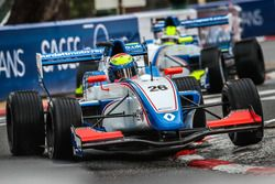 Presley Martono memimpin rekan setim, Julia Pankiewicz, Mark Burdett Motorsport