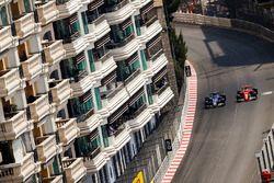 Sebastian Vettel, Ferrari SF70H; Pascal Wehrlein, Sauber C36