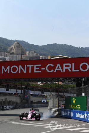 Esteban Ocon, Force India VJM10 locks up