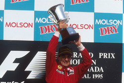 Podium: race winner Jean Alesi, Ferrari