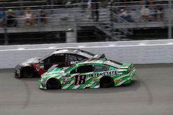 Kyle Busch, Joe Gibbs Racing Toyota, Trevor Bayne, Roush Fenway Racing Ford