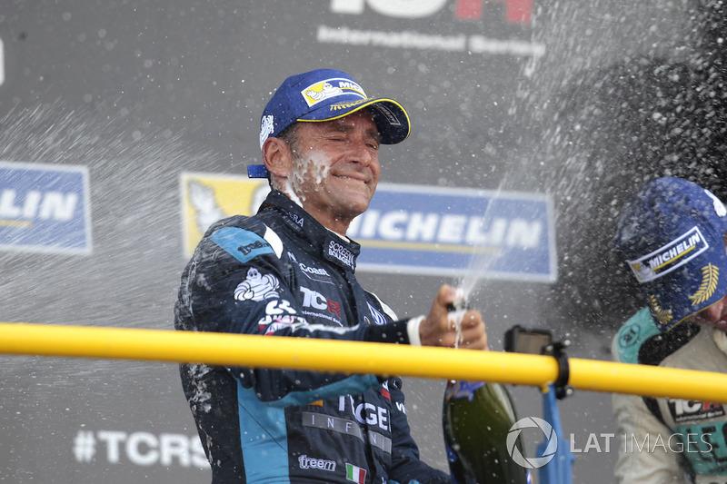 Podio: il vincitore della gara Gianni Morbidelli, West Coast Racing, Volkswagen Golf GTi TCR