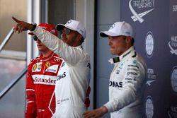 Los tres primeros de la calificación Lewis Hamilton, Mercedes AMG F1, Valtteri Bottas, Mercedes AMG