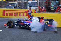 Daniil Kvyat, Scuderia Toro Rosso STR12 spins