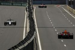Felipe Massa, Williams FW40 e Daniel Ricciardo, Red Bull Racing RB13