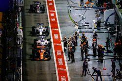 Fernando Alonso, McLaren MCL32, Lance Stroll, Williams FW40, Felipe Massa, Williams FW40 and Romain