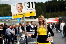 La grid girl di Tom Blomqvist, BMW Team RBM, BMW M4 DTM