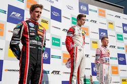 Podio: il vincitore della gara Callum Ilott, Prema Powerteam, Dallara F317 - Mercedes-Benz, il secon