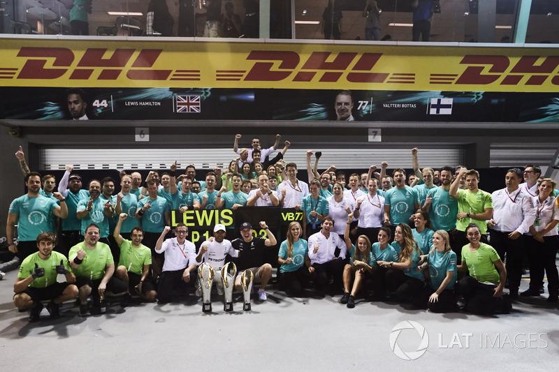 Race winner Lewis Hamilton, Mercedes AMG F1, third place Valtteri Bottas, Mercedes AMG F1, celebrate