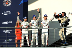 Ganadores Timo Bernhard, Earl Bamber, Brendon Hartley, Porsche Team
