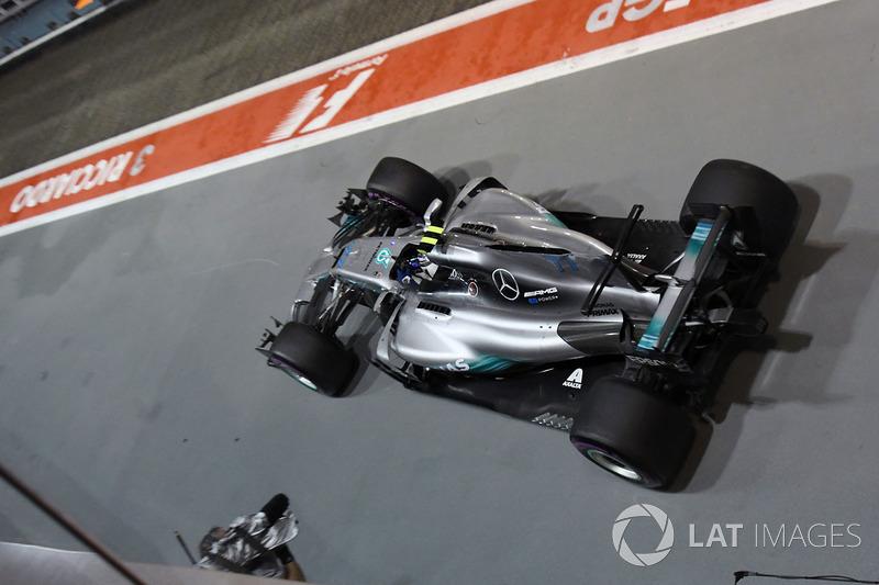 Valtteri Bottas, Mercedes AMG F1 W08 in de pitlane