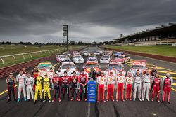 Supercars retro round team photo