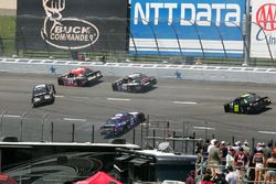Tyler Reddick, Chip Ganassi Racing Chevrolet, Darrell Wallace Jr., Roush Fenway Racing Ford, in trouble