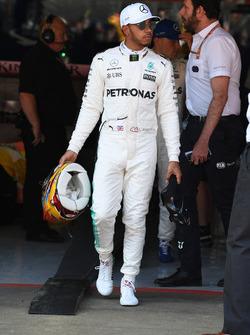 Ganador de la pole Lewis Hamilton, Mercedes AMG F1 en parc ferme