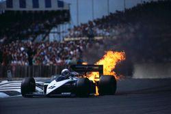 Le moteur BMW d'Andrea de Cesaris rend l'âme