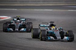 Valtteri Bottas, Mercedes F1 W08; Lewis Hamilton, Mercedes F1 W08