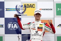 Rookie Podium: first place Mick Schumacher, Prema Powerteam, Dallara F317 – Mercedes-Benz