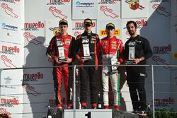 Podio Gara 3: il vincitore Sebastian Wahbeh Fernandez, Bhaithech, il secondo classificato Artem Petrov, DR Formula, il terzo classificato Marcus Armstrong, Prema Powerteam