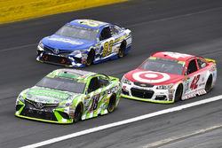 Kyle Busch, Joe Gibbs Racing Toyota, Kyle Larson, Chip Ganassi Racing Chevrolet and Brett Moffitt, B