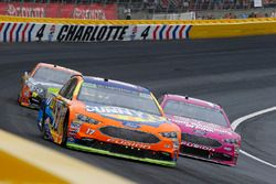 Ricky Stenhouse Jr., Roush Fenway Racing, Ford Fusion y Danica Patrick, Stewart-Haas Racing Ford