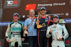 Podium: Race winner Gabriele Tarquini, BRC Racing Team, Hyundai i30 N TCR, second place Jean-Karl Ve