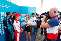 Felix Rosenqvist, Mahindra Racing, talks with Nicki Shields after taking Pole Position
