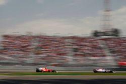 Серхио Перес, Sahara Force India F1 VJM10, Кими Райкконен, Ferrari SF70H