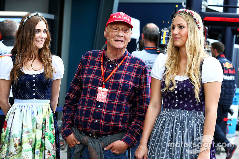 Niki Lauda, Mercedes Non-Executive Chairman with hot grid girls