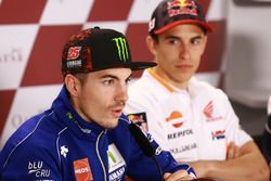 Maverick Viñales, Yamaha Factory Racing; Marc Marquez, Repsol Honda Team