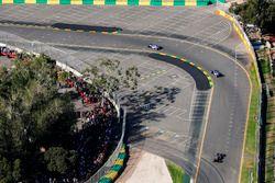 Marcus Ericsson, Sauber C36, leads Antonio Giovinazzi, Sauber C36, en Kevin Magnussen, Haas F1 Team